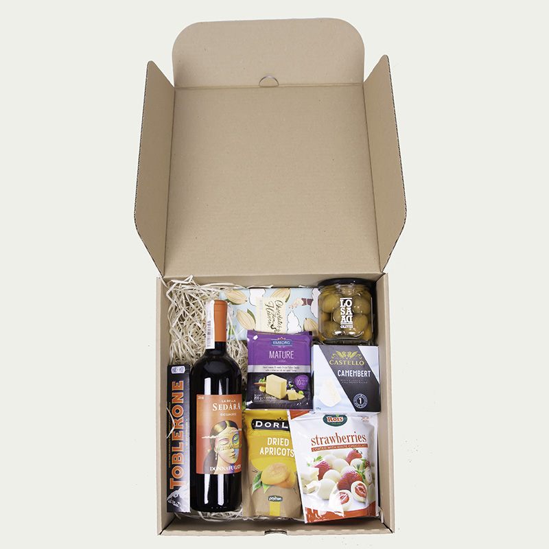 """Gift set """"Wine and delicacies"""" in a cardboard box"""